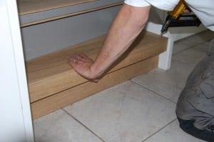Traprenovatie met spijkerpistool door Floortec